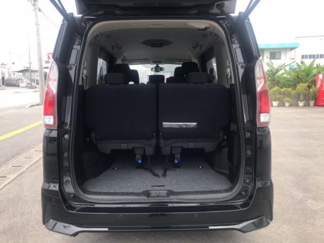 ゴルフバッグや大きなカバンも余裕で積載可能です。