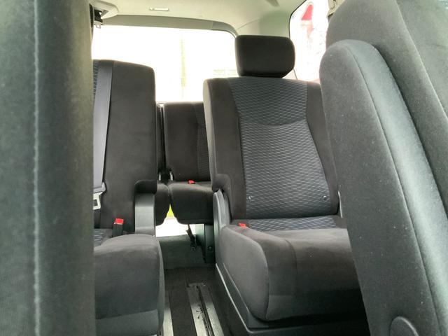 乗って広々快適空間で仲間と家族とゆったり移動。車内移動も楽々