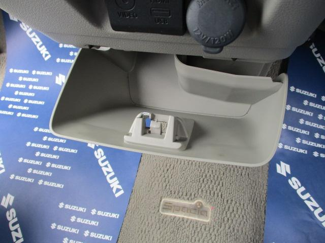 取り外し可能な【インパネアンダーボックス】!ダッシュボックスにしたり使い方は自由!電源を供給できる【アクセサリーソケット】をインパネに装備!