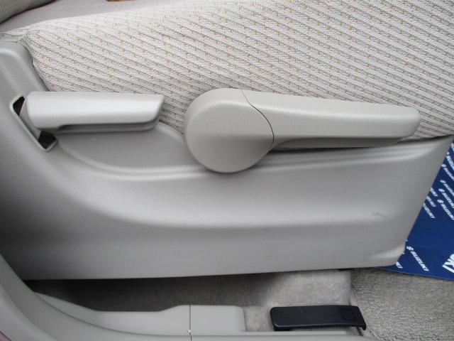 シートリフター付きですので、運転しやすい目線にシートの高さを調節する事が出来ます!