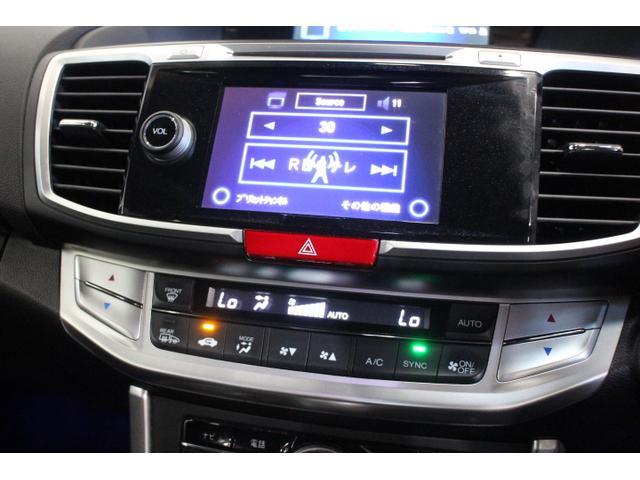 指先でタッチするだけで、簡単に操作できるオーディオ画面は、5.8インチのディスプレイに、目的の操作に必要なアイコンやボタンのみを分かりやすく大きく表示する。