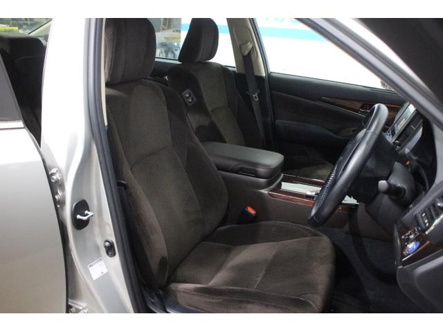 運転席8ウェイパワーシートを標準装備した「ロイヤルサルーン」