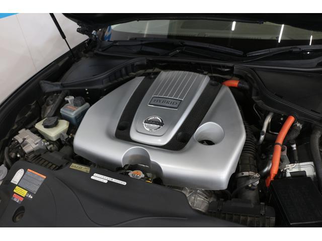 V型6気筒DOHC+モーター 最高出力306ps(225kW)/6800rpm最大トルク35.7kg・m(350N・m)/5000rpm