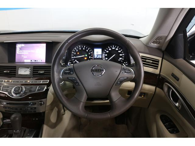 運転席からでも助手席パワーシートのポジション調整が可能な助手席コントロールスイッチ など、乗る人を心地よく快適にさせる装備を採用