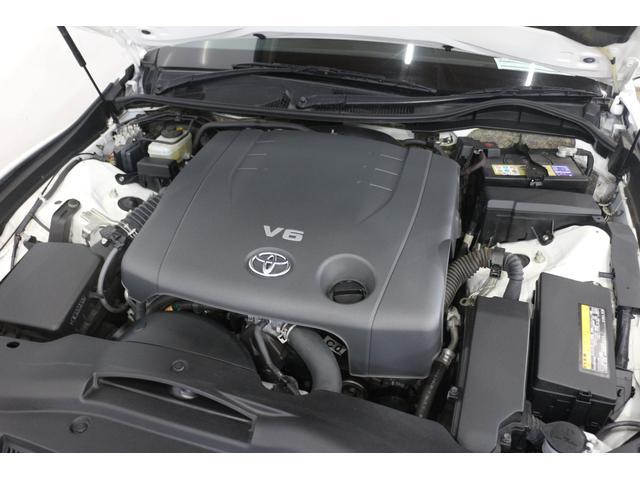 V型6気筒DOHC 最高出力203ps(149kW)/6400rpm最大トルク24.8kg・m(243N・m)/4800rpm