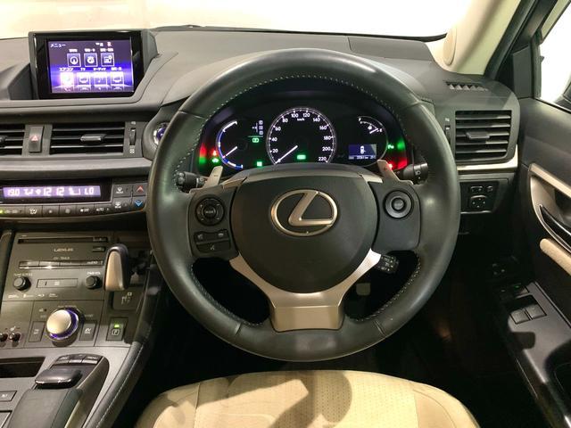 ドライビングコクピットとしての包まれ感も演出している。センタークラスターに「NORMAL」、「ECO」、「SPORT」の3つのモードを選択できるドライブモードセレクトスイッチを配置。