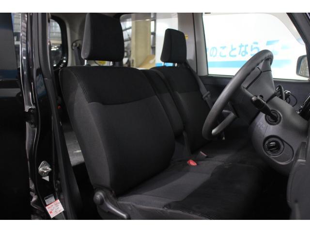 ホールド性と快適性を兼ね備えたフロントシート!ベンチシートで広々!