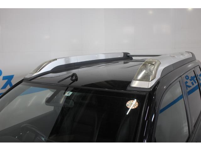 ルーフレールに、ドライビングランプを内蔵。ハイビームのさらに外側を照射するので、暗いオフロードなどで、いち早く周囲の状況が把握できます。