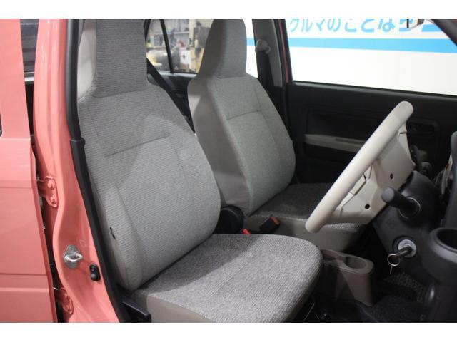 居心地のよさにこだわったインテリアは、シート背もたれ部は明るいベージュ、乗り降りの際に触れることがあるシート座面は茶色を配色した2色のコンビネーションカラーフルファブリックシートを採用。