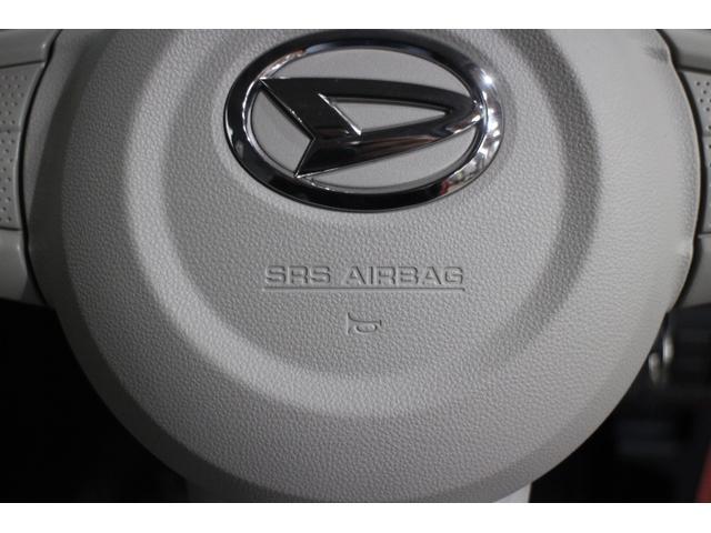 SRSサイドエアバッグ(運転席/助手席)とSRSカーテンシールドエアバッグ(前/後席)を軽自動車として初めて全車標準装備した。