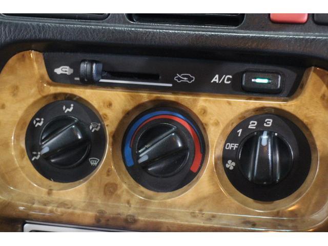 暑い日も寒い日も快適、シンプルで使いやすいエアコン機能付き