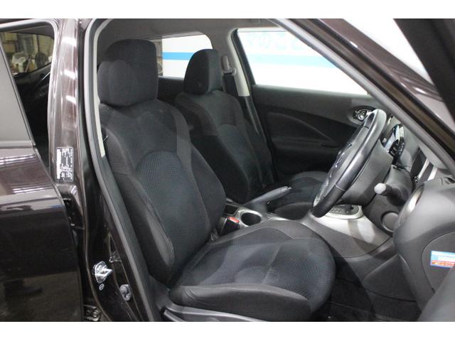 オートライトシステム(フロントワイパー連動、薄暮れ感知機能付)、本革巻き3本スポークステアリングなども装備