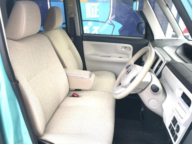 センターメーターの採用で、運転席周りをすっきりさせ、見晴らしの良さを実現