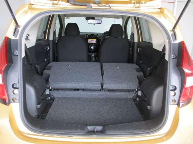 リヤシートを倒せばラゲッジスペースが広がります!日々の買い物やちょっとした大きな荷物もラクラク!