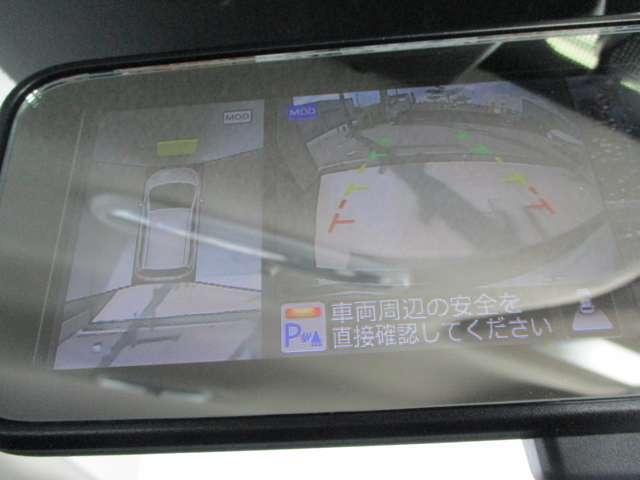 アラウンドビューモニター搭載。車体を4方向のカメラで「上から見下ろしたような映像」を映します。車庫入れが苦手な方も映像サポートでラクラク駐車できます。