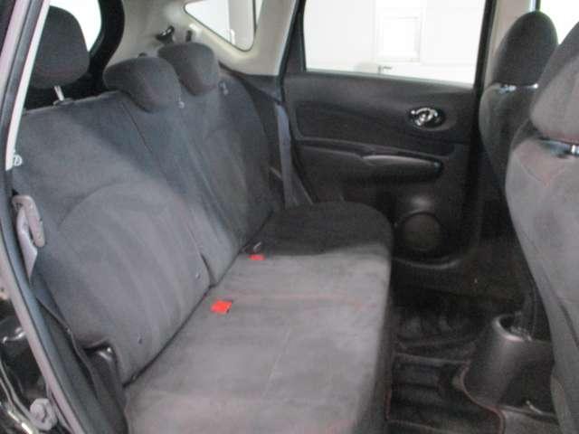 後部座席はコンパクトカーの中でも広さトップクラスです。