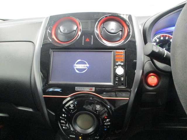 設定した温度に併せて自動で吹き出し口を調節してくれるオートエアコン。あなたはお好みの温度に設定するだけ。