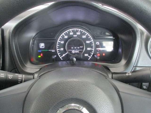 明るく見やすいメーター類。メーター中央の車両ディスプレイが様々な情報へ切り替え可能です。
