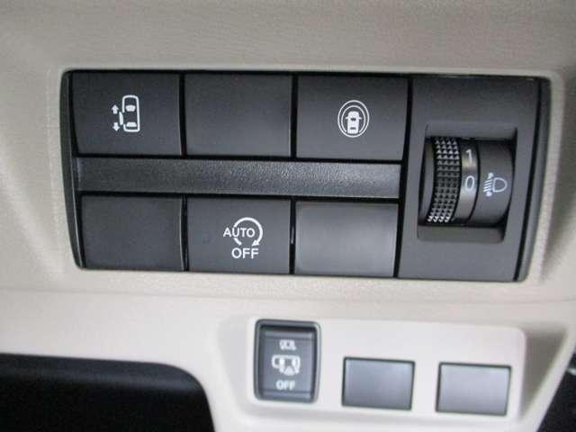 コントロールスイッチ類。オートスライドドアの開閉もボタン一つで楽々です!