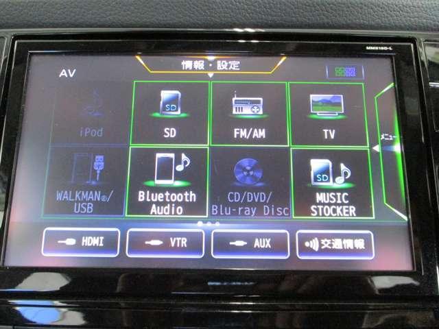 純正ナビゲーションを装備。TV、CD・DVD再生、Bluetooth機能付