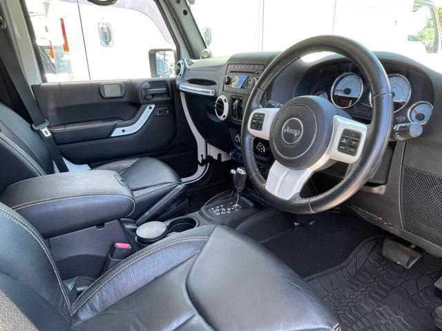 ポーラーエディション 横滑り防止装置 サイドカメラ キーレス CD シートヒーター 4WD(10枚目)