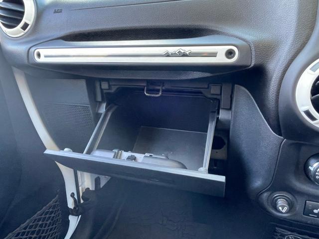 ポーラーエディション 横滑り防止装置 サイドカメラ キーレス CD シートヒーター 4WD(22枚目)