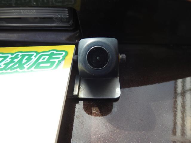 バックカメラで車庫入れをサポート。