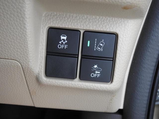 左上ボタンは、横滑り防止機能のOFFスイッチです・右上は、車線逸脱警報機能のON/OFFスイッチです・右下は、衝突回避操作補助機能のOFFスイッチです^-^
