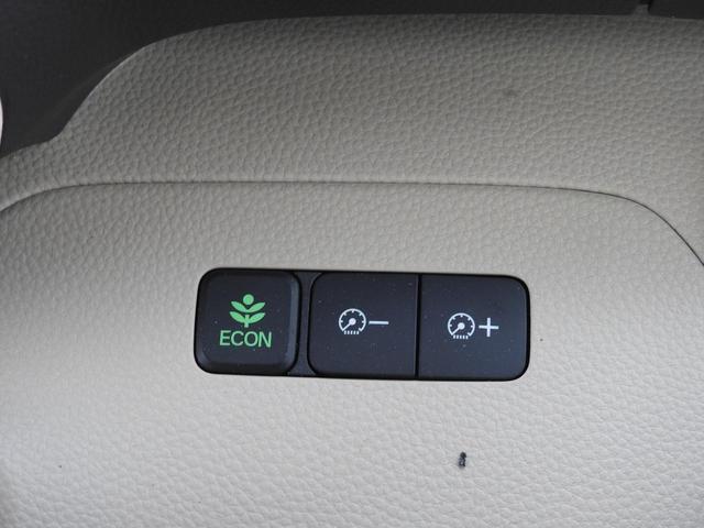 ECONボタンは、アイドリングストップと同じ機能です☆その右側にあるボタン二つはメーターの明るさを調節するボタンです♪