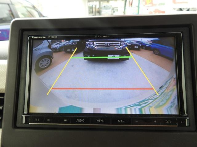 バックカメラ風景はこんな感じです^ー^ガイド線もあり、緑の線は2m先・赤の線は、約50cmになります!!黄色の線は、車幅です。目安ガイドライン付き!