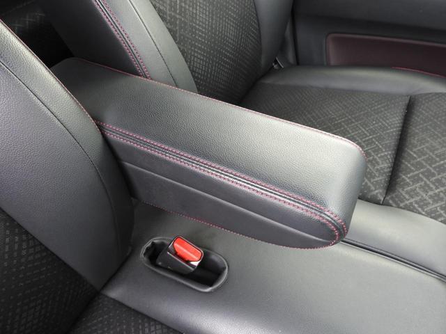 長距離の運転もラクラクのアームレスト付きです。