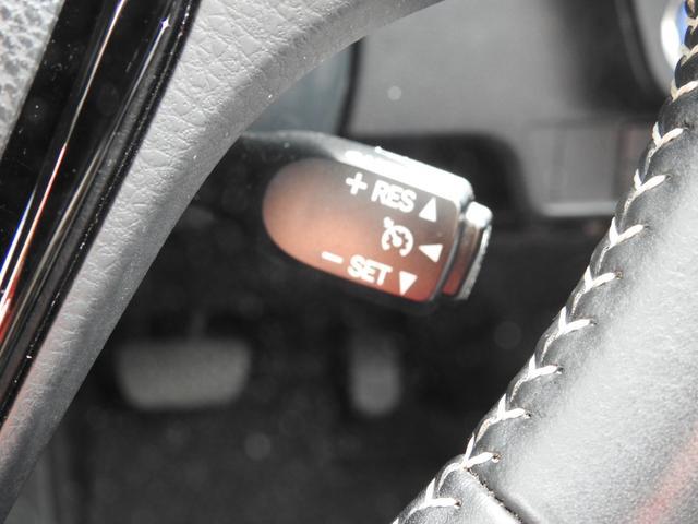 クルーズコントロール搭載で、設定した速度を維持できます