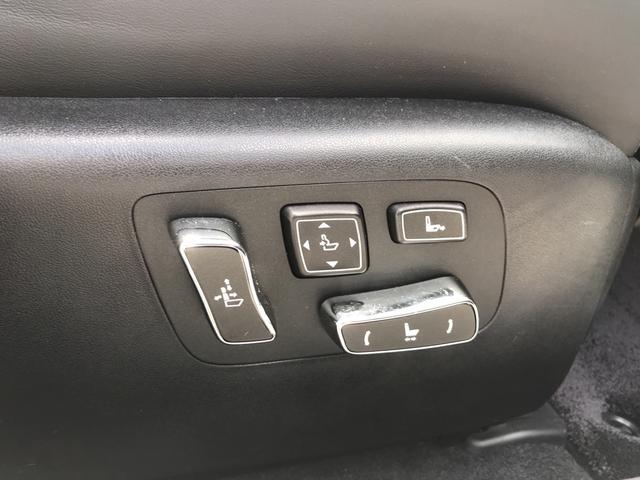 パワーシート機能で快適なドライブポジショニングを維持できます。
