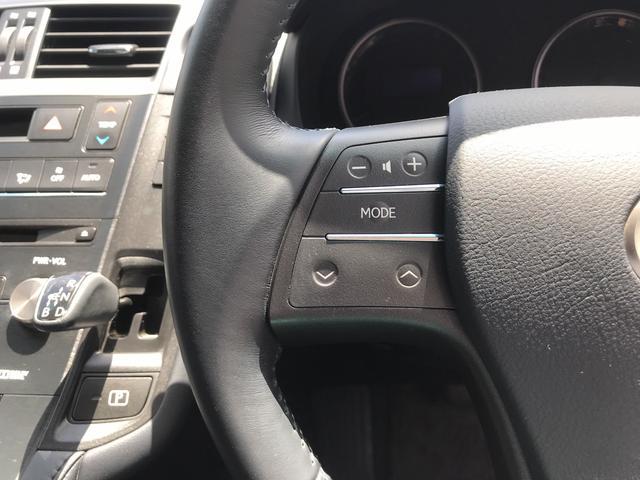 左側はオーディオ関連操作スイッチです