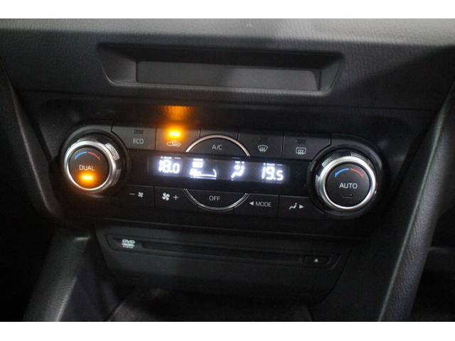 暑い日も寒い日も快適なドライブを!オートエアコン機能!