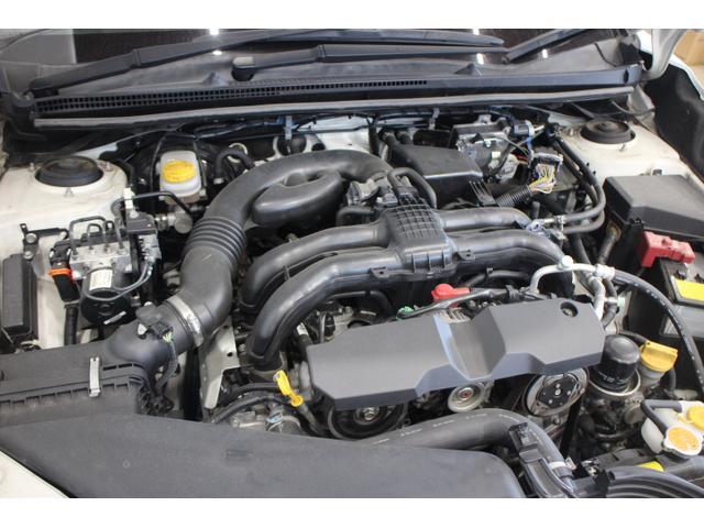 水平対向4気筒DOHC16バルブ 最高出力150ps(110kW)/6200rpm最大トルク20.0kg・m(196N・m)/4200rpm
