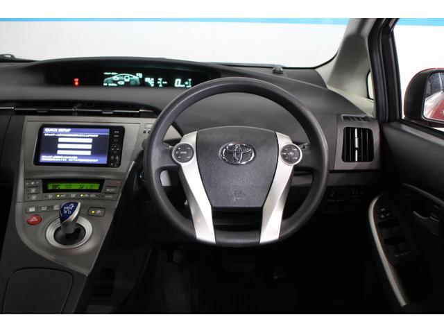 標準の走行モードに加え、シーンにあわせて選べる3つのドライブモード、「エコドライブモード」、「パワーモード」、モーターのみで静かな走行を実現する「EVドライブモード」を設定。