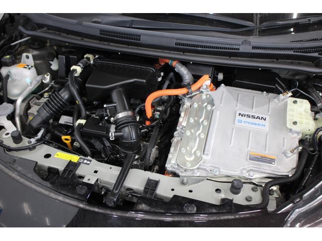 水冷直列3気筒DOHC+モーター 最高出力79ps(58kW)/5400rpm最大トルク10.5kg・m(103N・m)/3600〜5200rpm