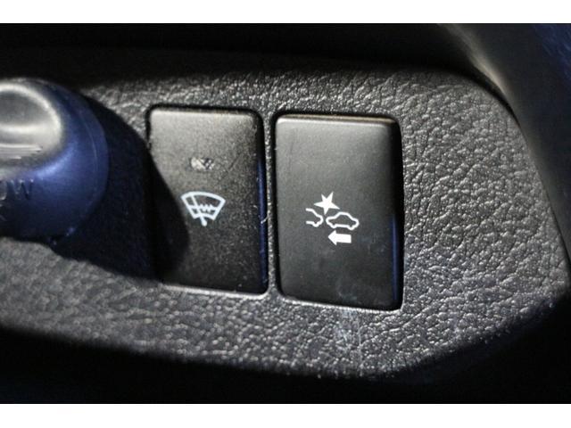 レーザーレーダーと単眼カメラを組み合わせ、異なる2つのセンサーで高い認識性能と信頼性を両立し、多面的な安全運転支援を可能にした衝突回避支援パッケージ「Toyota Safety Sense C」を装備