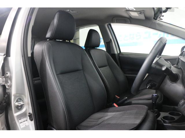 ホールド性と快適性を兼ね備えたブラックレザーシート(シートヒーター機能付き)