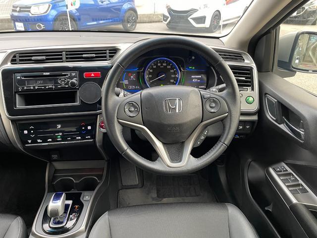 運転席はコンパクトカーという事を思わせない程の高級感です。この乗り心地を1度ご体感ください。