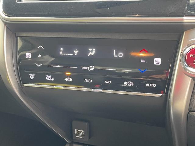 タッチパネル式のオートエアコン。またシートヒータの操作もこちらでできます。