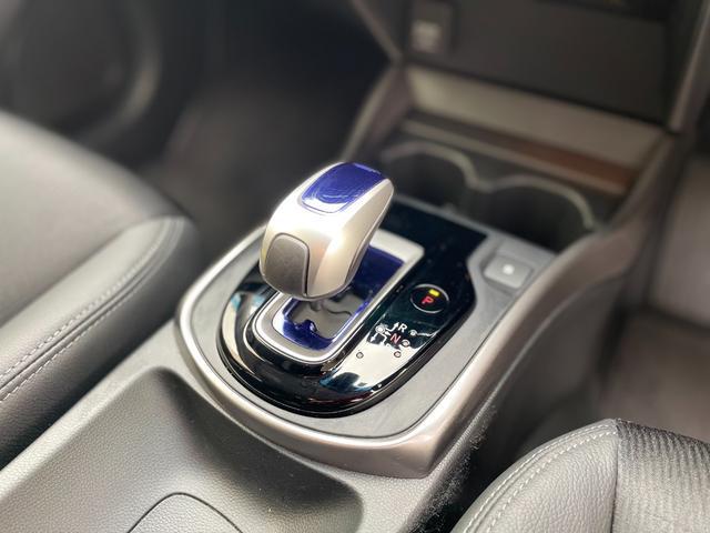 操作性とデザインを高次元で両立したコントロールシフト。高級車のような質感が堪らない。