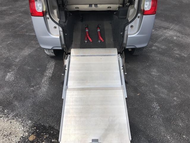 福祉車両 後部スローパー 車椅子1基載 キーレス CD ベンチシート ナビ 両側スライドドア(4枚目)