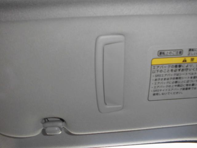 運転席側サンバイザーにはカードホルダー付