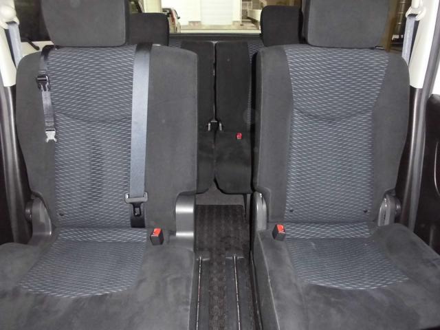 スマートマルチセンターシートをフロントへ移動すれば独立タイプのシートタイプへ変更可能