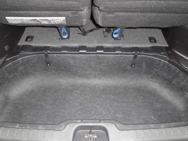 ラゲッジアンダーボックスはB型ベビーカーも収納可能な広さ♪※形状によっては積載出来ない場合があります。