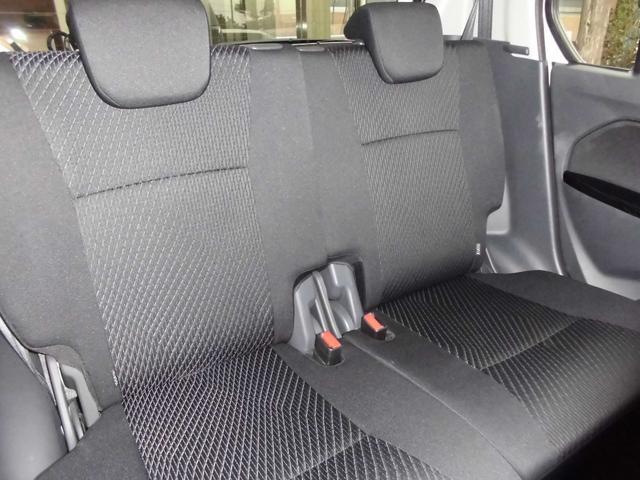 後部座席は独立タイプで個別に背もたれの調節可能