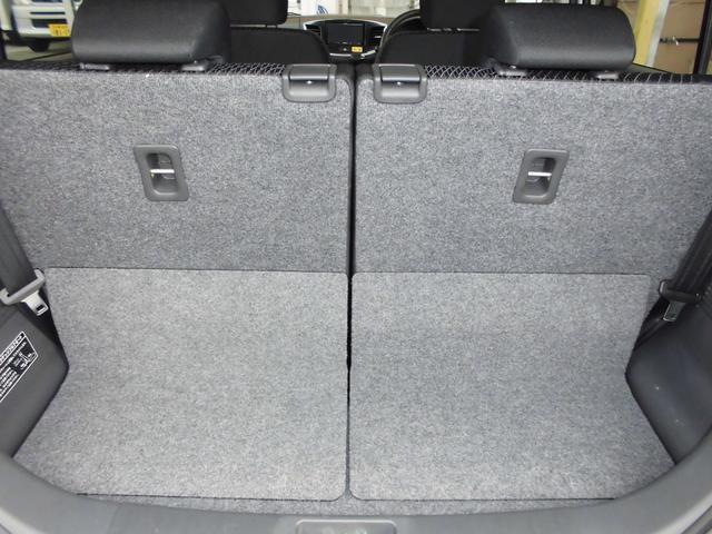 ラゲッジスペースはシートのスライドで調節可能