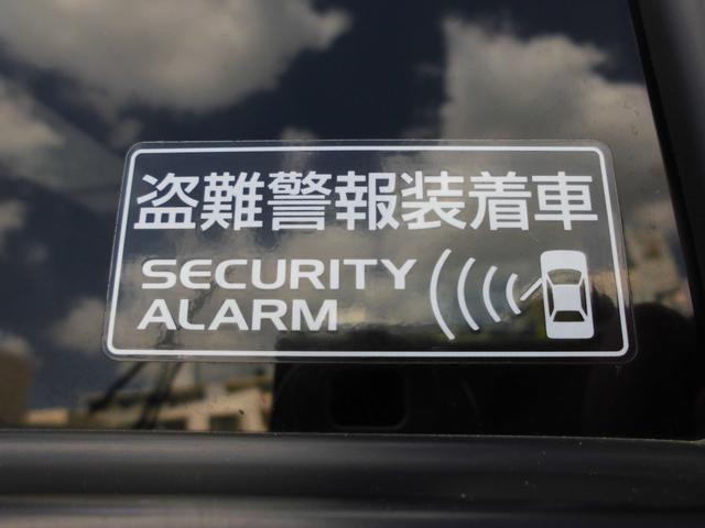 セキュリティアラームシステムが付いているのでキーレスエントリー以外の操作で解錠しドアを開くと、ハザードランプとホーン等で警告してくれます